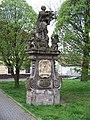 Uhříněves, socha svatého Jana Nepomuckého (02).jpg