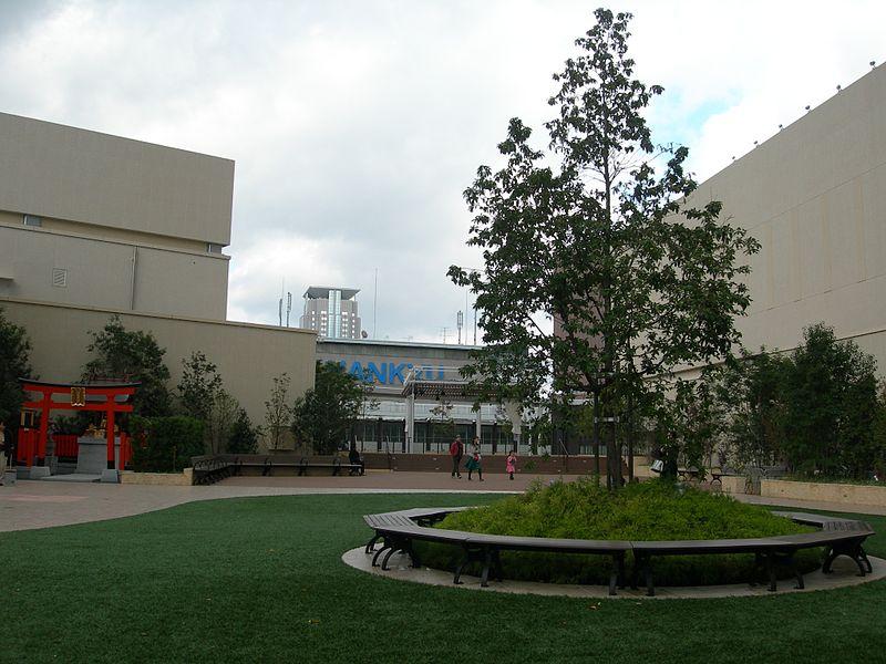 File:Umeda Hankyu Rooftop2 DSCN3926 20121118.JPG