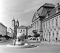 Városház tér, Országalma, jobbra a Püspöki palota. Fortepan 1845.jpg
