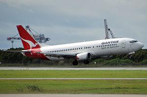 Crosswind landing - Boeing 737 performing crosswind landing with right wing down