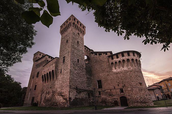 Veduta frontale Rocca di Vignola.jpg