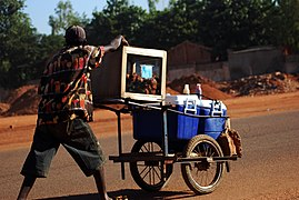 Vendeur à la sauvette à Ouagadougou.jpg