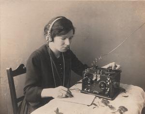 Wireless Weekly - McKenzie working with the wireless radio c1922