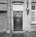 Voorgevel, gesneden paneeldeur - Huisseling - 20341972 - RCE.jpg