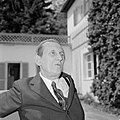 Walter Mehring zittend op een terras, Bestanddeelnr 254-5064.jpg