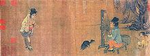 Pli maljuna virino sidas antaŭ maŝino konsistanta el vertikale vicigita rado kunmetita de ronde duodekduapartamento-lignaj spokoj, kun ŝnuro por ekstera rando. La rado estas tenita supren per simpla ligna polstando. Du aliaj pli maljunaj virinoj observas la unua.