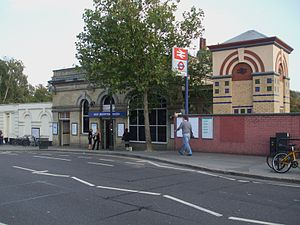West Brompton station - Station entrance
