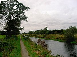 Ring canal in Westerende-Kirchloog with a former towpath