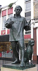 William Hogarth with Trump, 2001, statue by Jim Mathieson in Chiswick