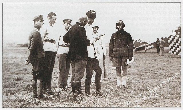 Врангель инспектирует лётчиков. 1920
