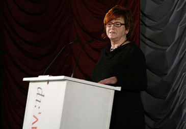 Yoko Ono - Oskar-Kokoschka-Preis 2012 c VALIE EXPORT.jpg