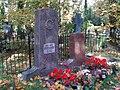 Yuri Lotman and Zara Minc grave.JPG