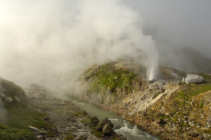 Arquivo: Zhemchuzhny geyser.jpg