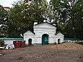 Ворота перед входом на кладбище и к храму Дмитрия.JPG