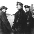 Л. Д. Троцкий (справа) и Д. Бедный (в центре) под Казанью, 1918 год.png