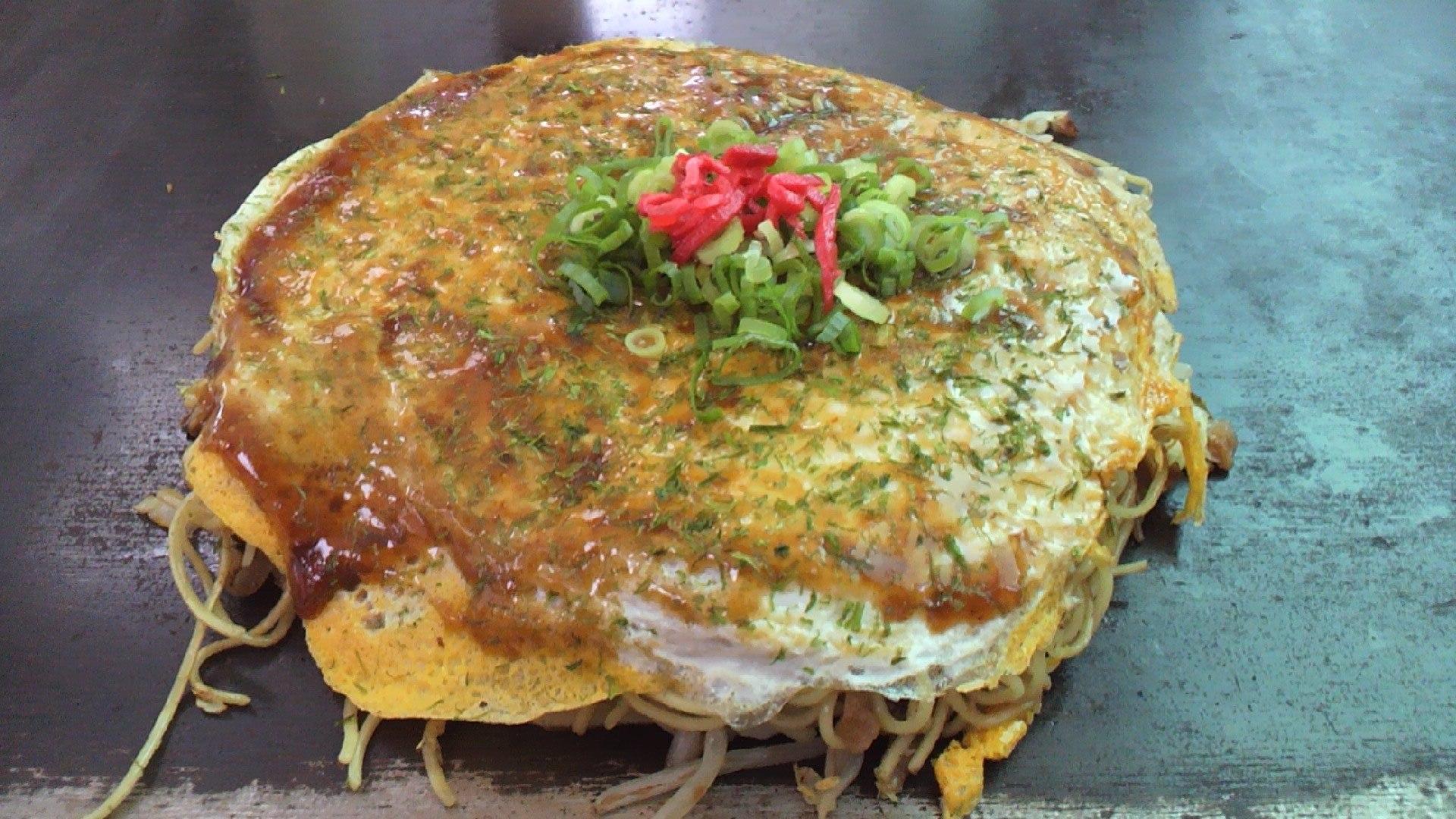 Wikimedia image of Hiroshima style okonomiyaki