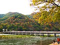 渡月橋と紅葉の嵐山 (Autumn Leaves at Arashiyama) 21 Nov, 2009 - panoramio.jpg