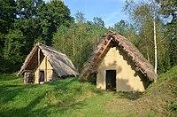 02018 0319 An Iron Age hut in the Celtic village on the San in Sanok, Skansen.jpg