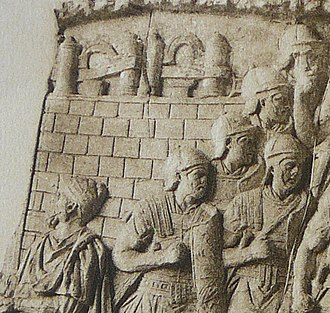 Lorica segmentata - Image: 047 Conrad Cichorius, Die Reliefs der Traianssäule, Tafel XLVII (Ausschnitt 01)