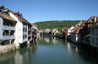 Ornans - Image: 0 Ornans Quartiers bordant la Loue (1)