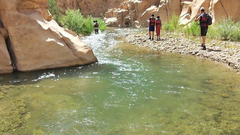 File:10 Wadi Mujib Malaqi Trail - Shallow Water You Do Not Need to Swim - panoramio.jpg