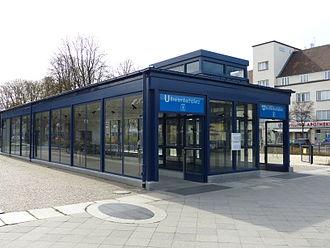 Breitenbachplatz (Berlin U-Bahn) - Entrance with lift