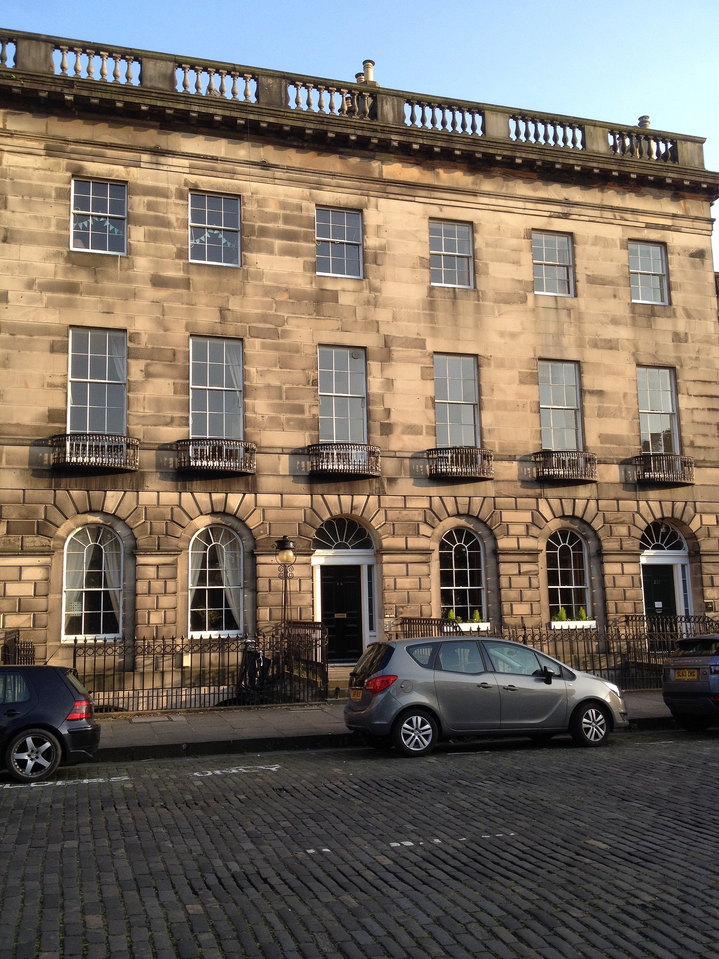 File 13 royal terrace edinburgh jpg wikimedia commons for 55 buckstone terrace edinburgh