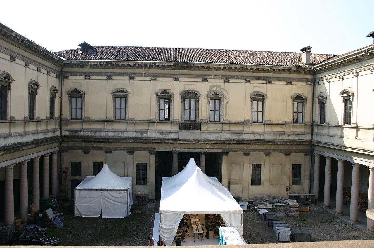 File 1709 milano ex palazzo del senato 2o cortile for Palazzo 24