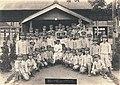 1942年臺籍老師日本兵出征前 Taiwanese Teacher drafted as solider shoot with students during World War II.jpg