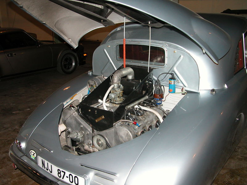 Construire un avion dans son garage - Page 3 800px-1947_Tatra_T-87_Saloon_-_Engine_Compartment_%28Lane_Motor_Museum%29