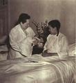 1952-08 宋庆龄访问上海国际和平妇幼保健院.png