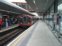 1992 stock st Stratford platform 3a Sept2010.jpg