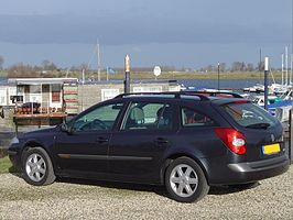 2004 Renault Laguna Grand Tour.jpg