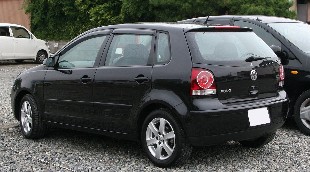 https://upload.wikimedia.org/wikipedia/commons/thumb/8/89/2005-2009_Volkswagen_Polo_rear.jpg/1280px-2005-2009_Volkswagen_Polo_rear.jpg
