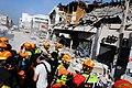 2010년 중앙119구조단 아이티 지진 국제출동100118 중앙은행 수색재개 및 기숙사 수색활동 (137).jpg