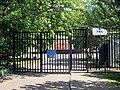 2011-05-28 Ворота школы УНА - panoramio.jpg