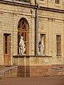 2012-08-17 Гатчина. Статуи около Большого Гатчинского дворца.jpg