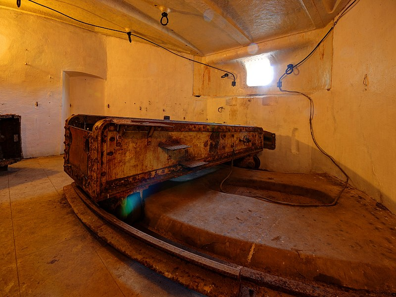 This file was uploaded  with Commonist.         This photograph was taken with a Nikon D300.    Batterie de l'Eperon: casemate Mougin (HDR).