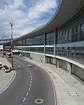 2018 Aeropuerto El Dorado de Bogotá - Ventanales del muelle nacional.jpg