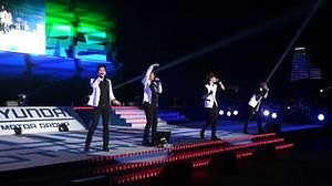 2AM at the Expo 2012 Yeosu.jpg