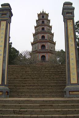 303 Vietnam Wahrzeichen von Hue bei der Pagode der himmlischen Frau
