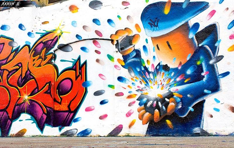File:5pointz graffiti (happy box).jpg