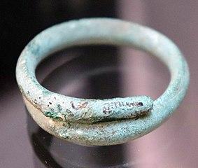 Anneau gaulois en forme de serpent (Musée de Die)