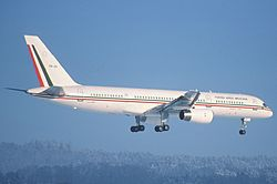 81bv - Mexican Air Force Boeing 757-225; TP-01@ZRH;27.01.2000 (5702270423).jpg