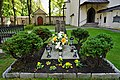 A-337 Alwernia, zespół klasztorny bernardynów - kościół przykościelny cmentarzyk.jpg