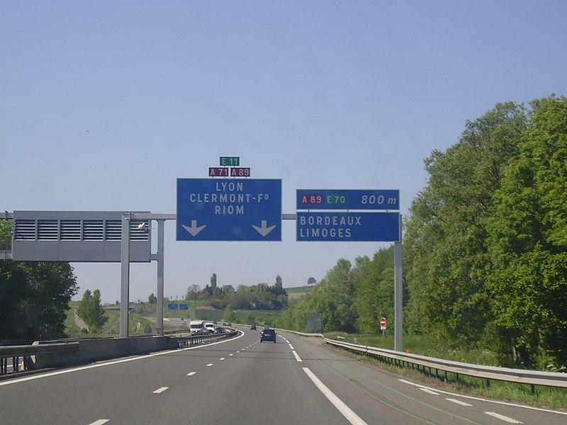 Annonce Bifurcation A 71 - A 89 direction Clermont-Ferrand (à 800 mètres)