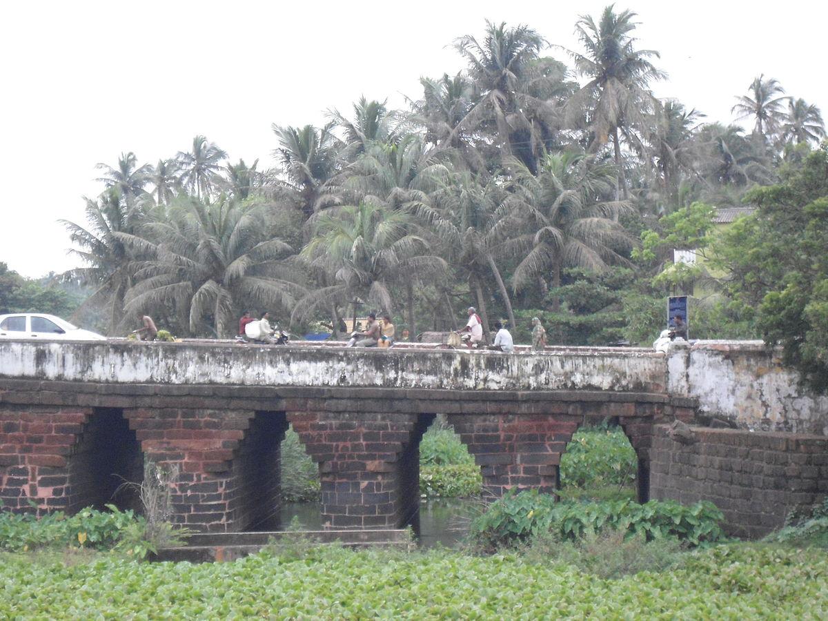 File:A close view of Athara Nala Bridge.JPG - Wikimedia ...