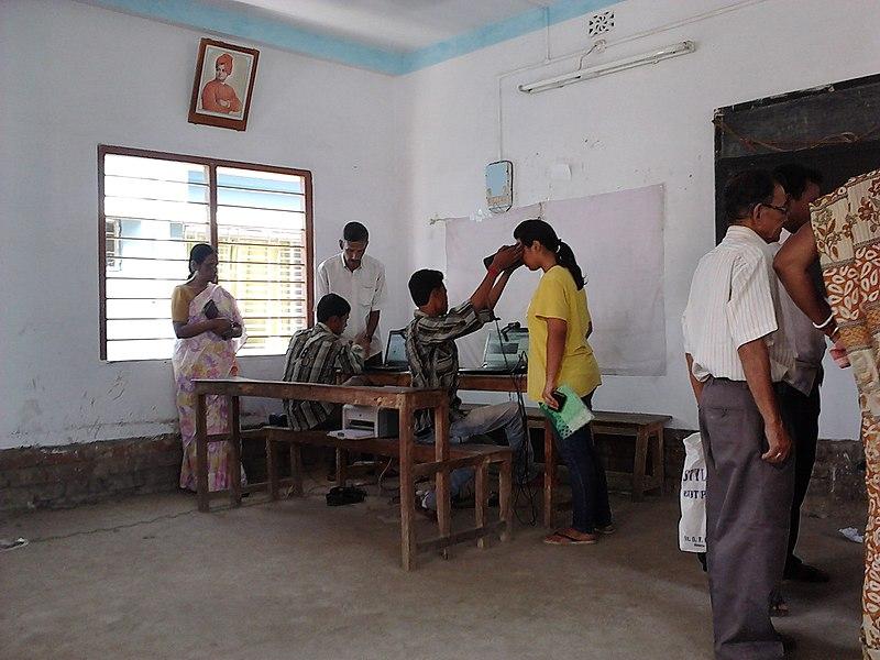 File:Aadhaar - Biometric Data Collection - Chirantani Vidyapith - Howrah 2012-08-10 01536.jpg