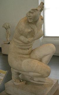 Afrodite accovacciata, copia romana da originale ellenistico, da tivoli, villa adriana, 117-138 dc. 01.JPG