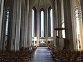 Altarraum-in-der-Grundtvigskirche.jpg
